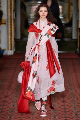 Показ Simone Rocha на Неделе моды в Лондоне21
