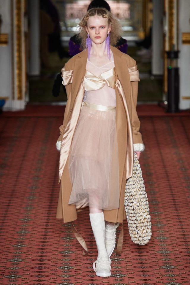 Показ Simone Rocha на Неделе моды в Лондоне13