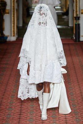 Показ Simone Rocha на Неделе моды в Лондоне32