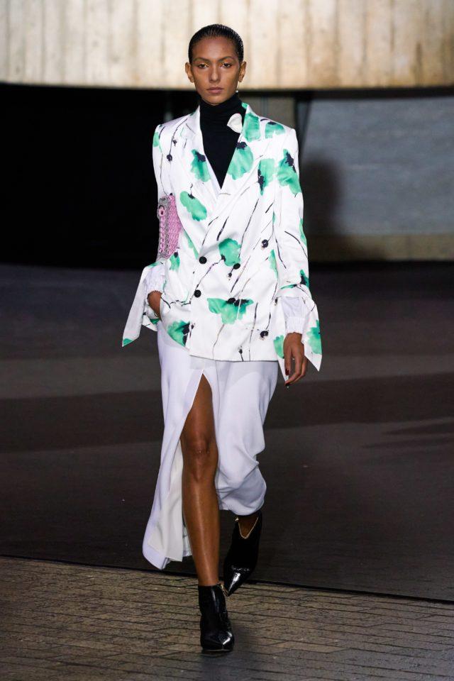 Показ Roland Mouret на Неделе моды в Лондоне21