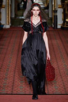 Показ Simone Rocha на Неделе моды в Лондоне22