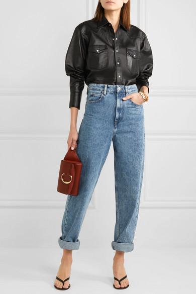Еще один вариант: подворачивай джинсы и заправляй в них черную кожаную рубашку