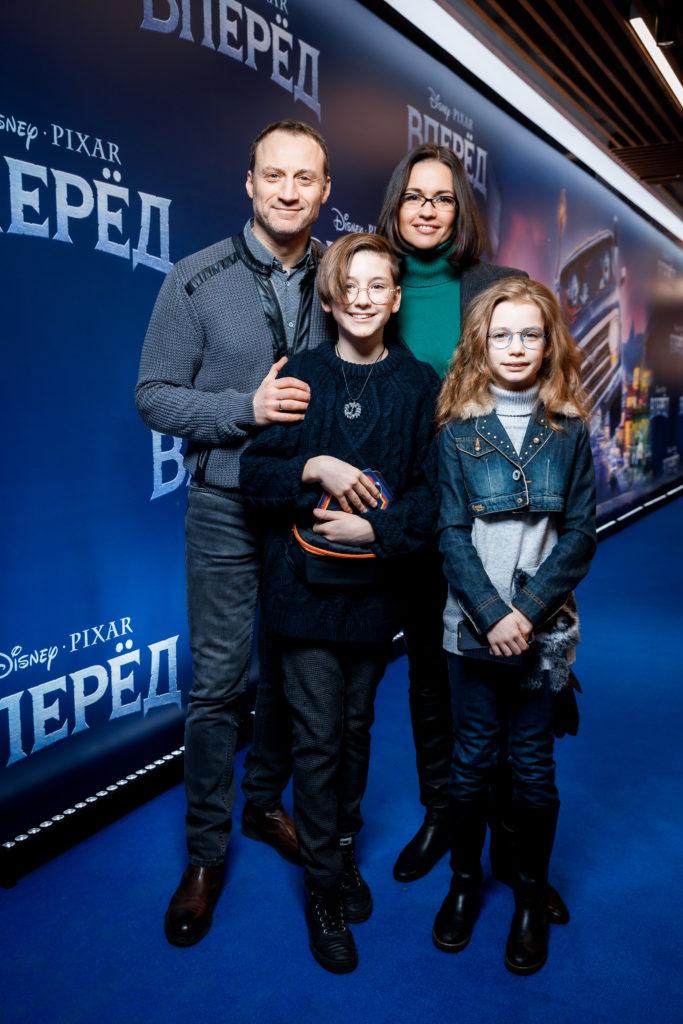 Анатолий Белый и Инесса Москвичева с детьми