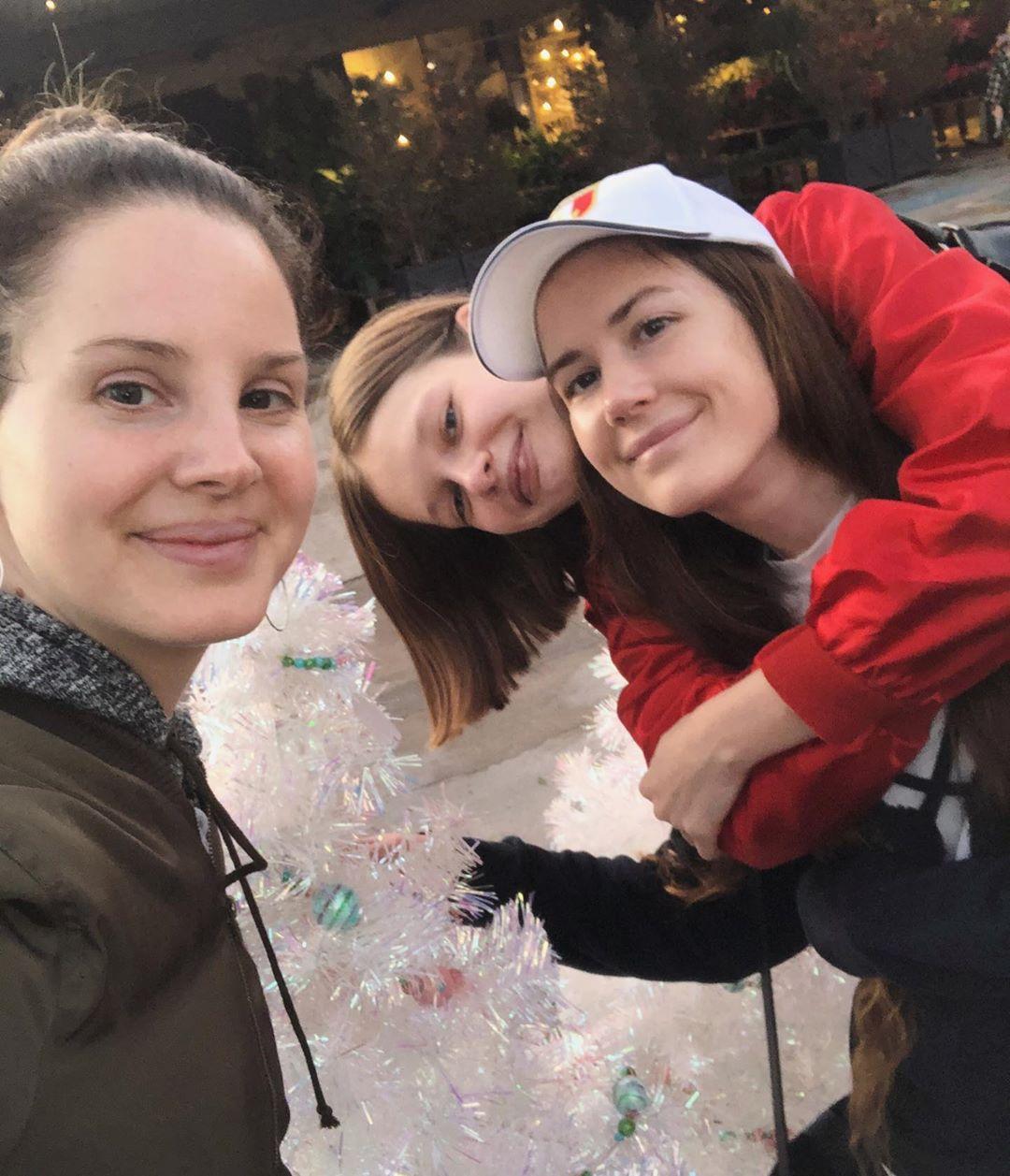 Лана Дель Рей, Света Матюнина и Кэролайн Грант