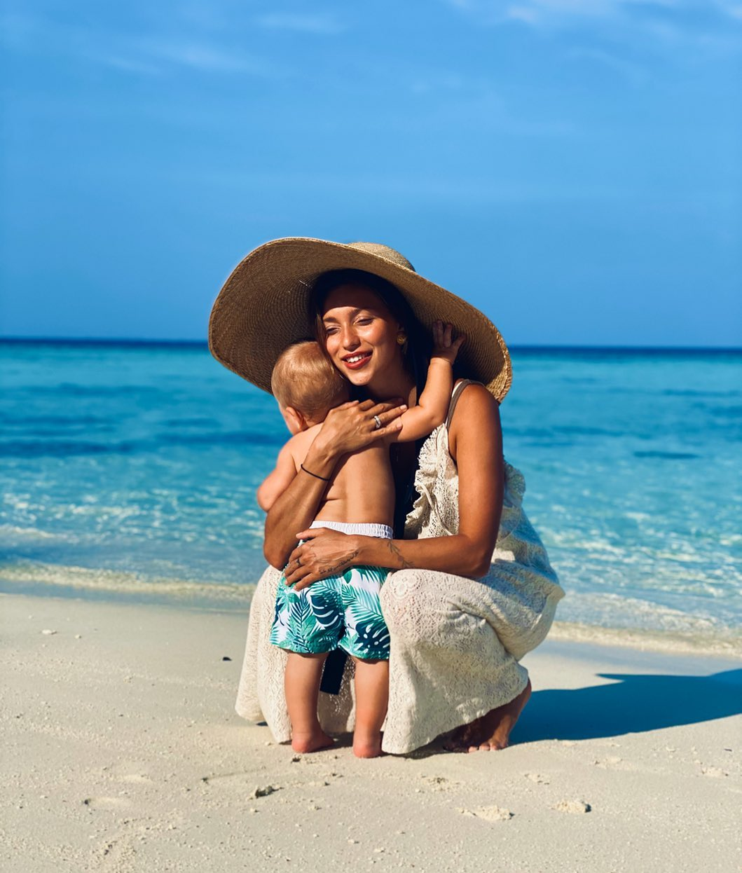 Регина Тодоренко (29) с сыном Майклом (Мальдивы)