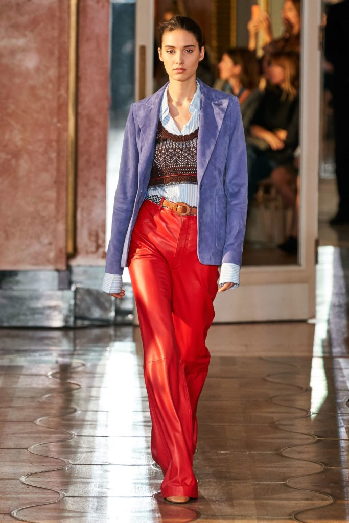 Не забывай про многолосйность: носи рубашку с коротким топом и пиджаком, как на показе Altuzarra