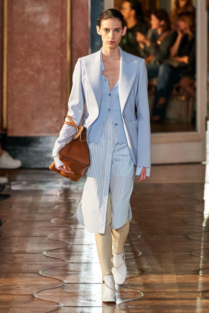 Еще один вариант многолоснойсти: носи рубашку поверх рубашки, надень сверху пиджак