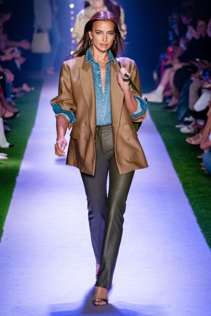 Рубашка + кожаный жакет+ брюки= стильный образ