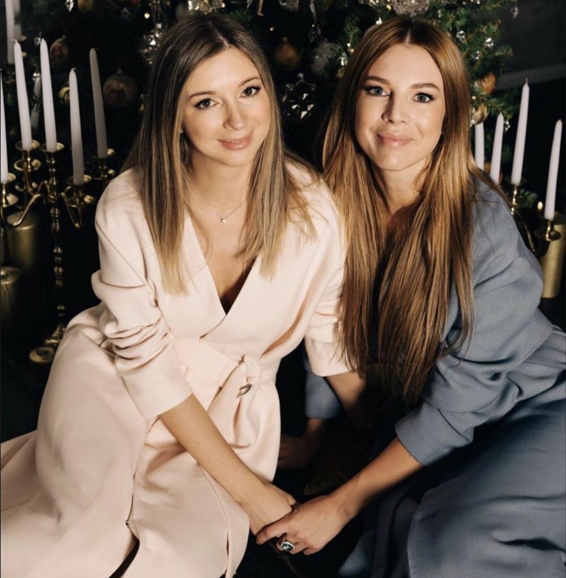 Наталья Подольская с сестрой-двойняшкой Юлианой