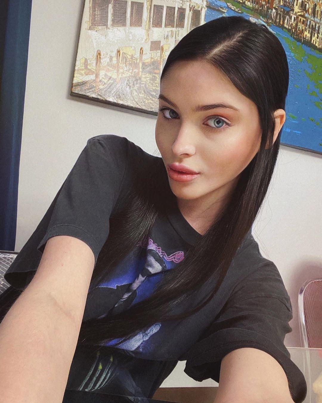 Алена Шишкова: они вместе проводили время на фестивале «Жара 2019» в Баку, а еще Алена — одна из немногих моделей в списке подписок Эмина в Instagram!