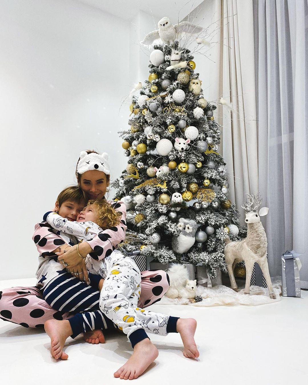 Айза Анохина с детьми