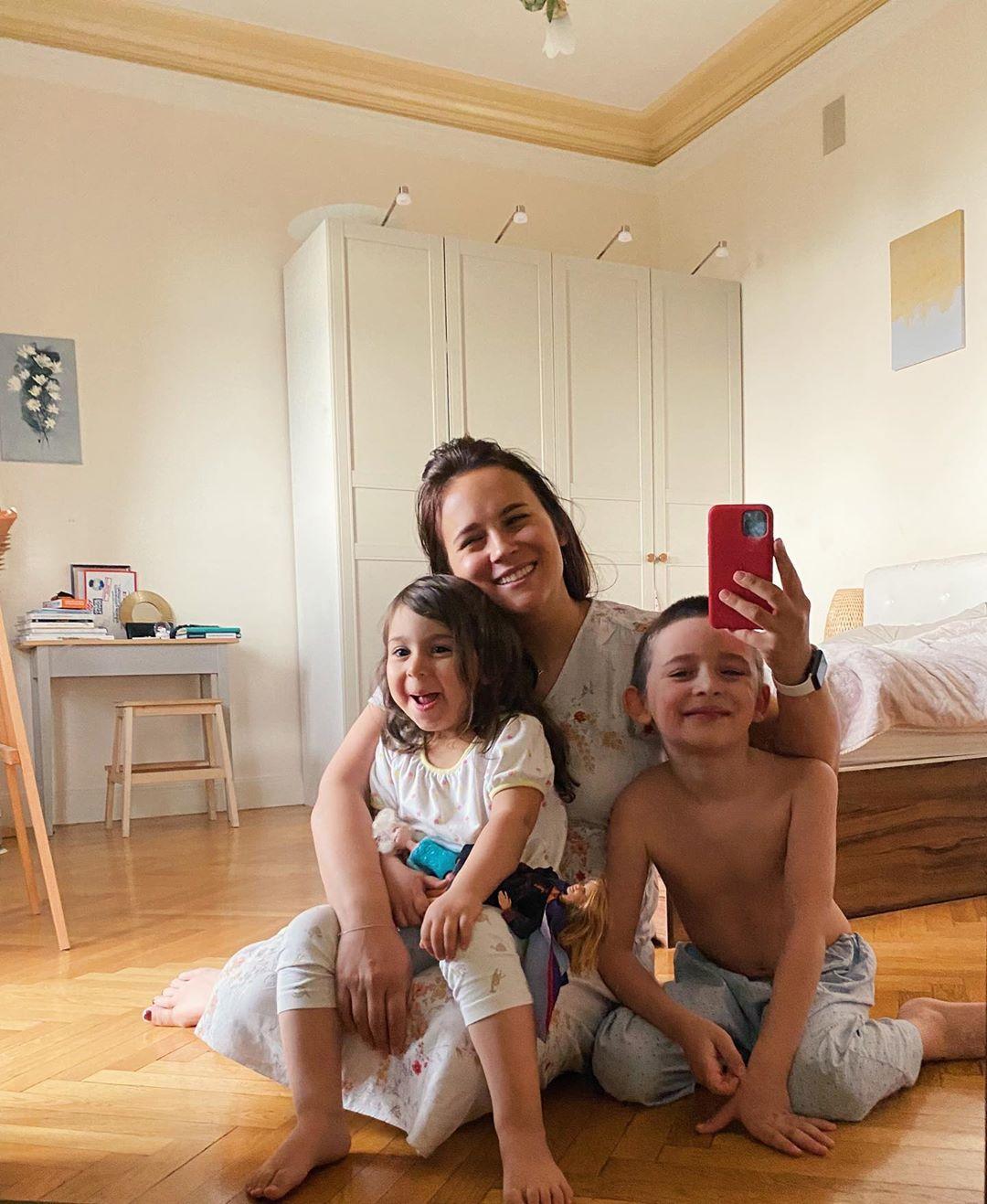 Анна Горозия с детьми