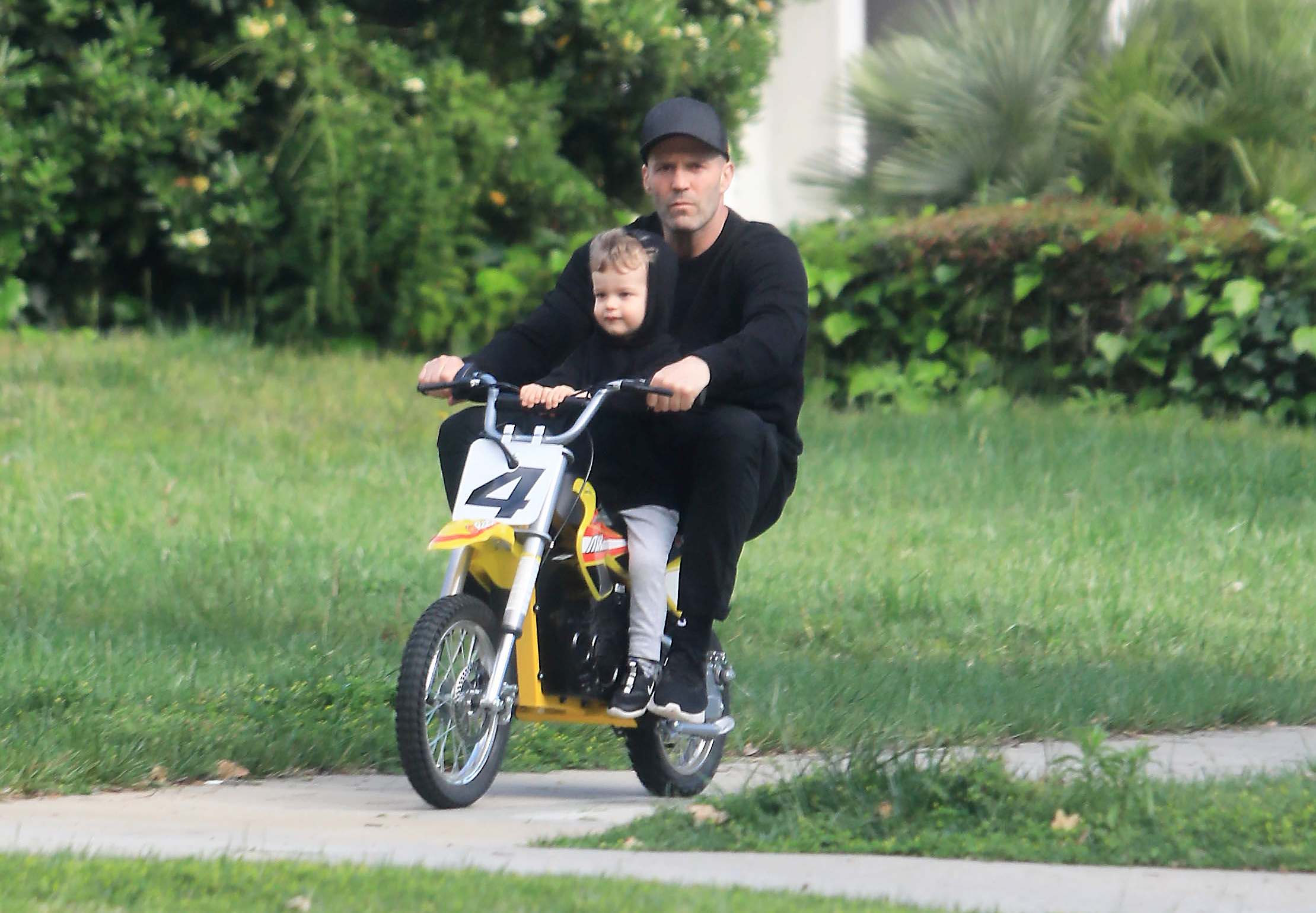 Джейсон Стэтхем с сыном (Фото: Legion-media)