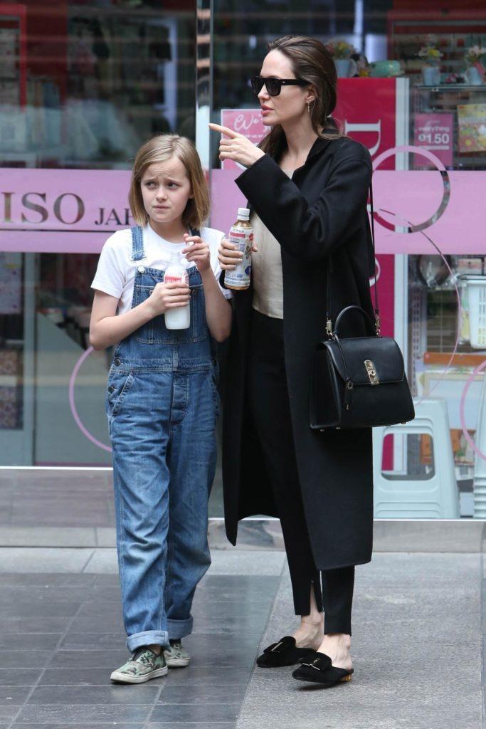 Анджелина Джоли с дочкой Вивьен (Фото: legion-media.ru)