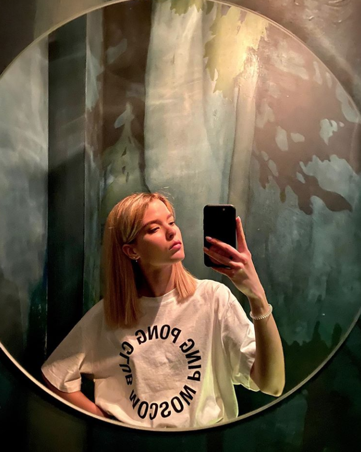 Дочь продюсера Алены Румянцевой Таисия: футболка PING PONG CLUB MOSCOW, 2 990 руб.