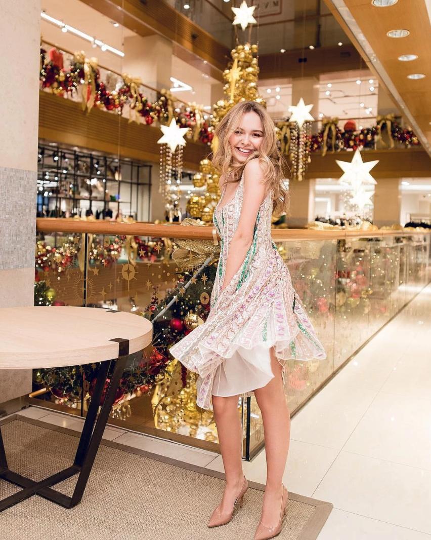 Дочь Дмитрия Маликова Стефания: платье Valentino, от 994 000 руб.
