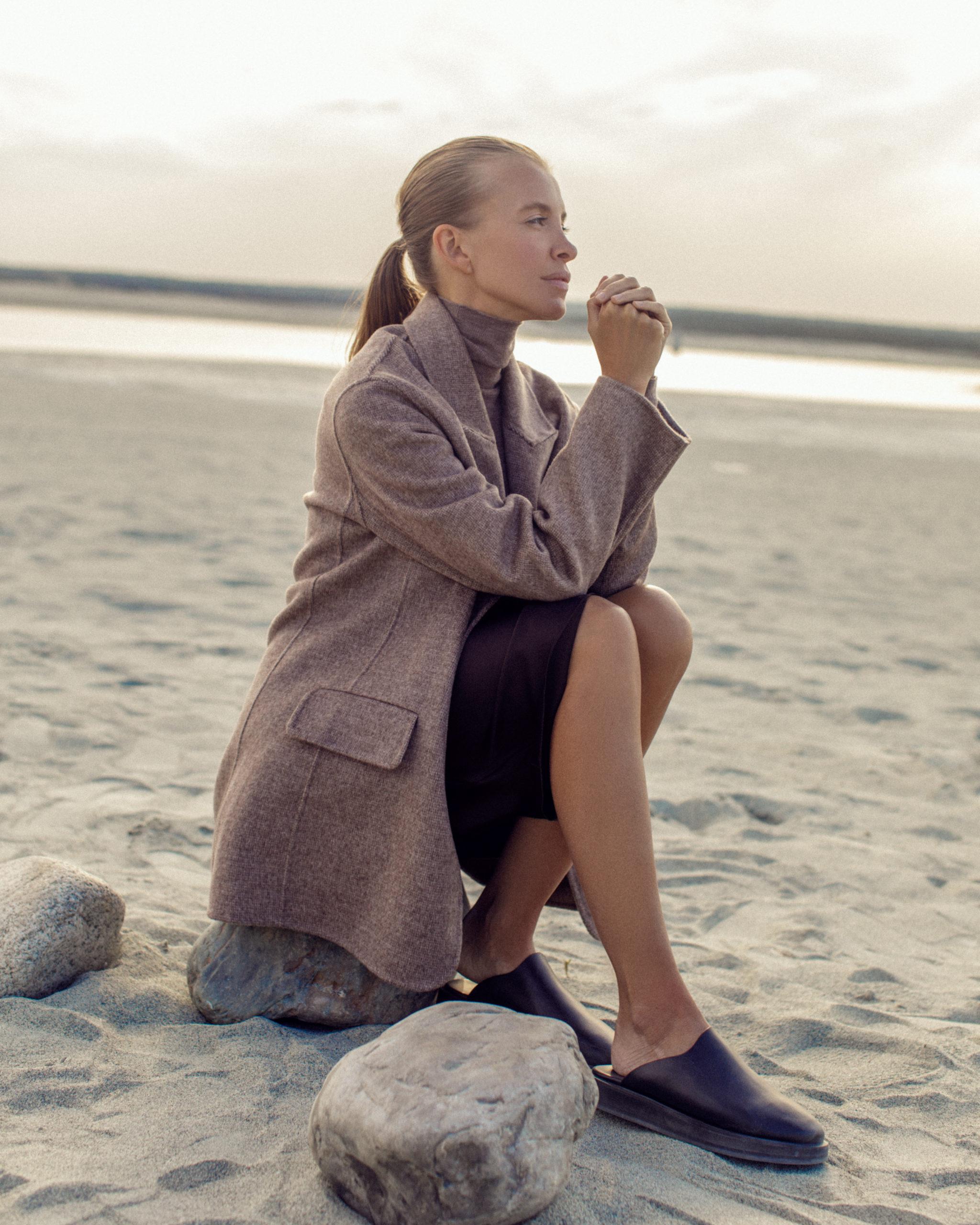 Осень близко: пальто, кардиганы и платья из кашемира в новой капсуле 12 STOREEZ