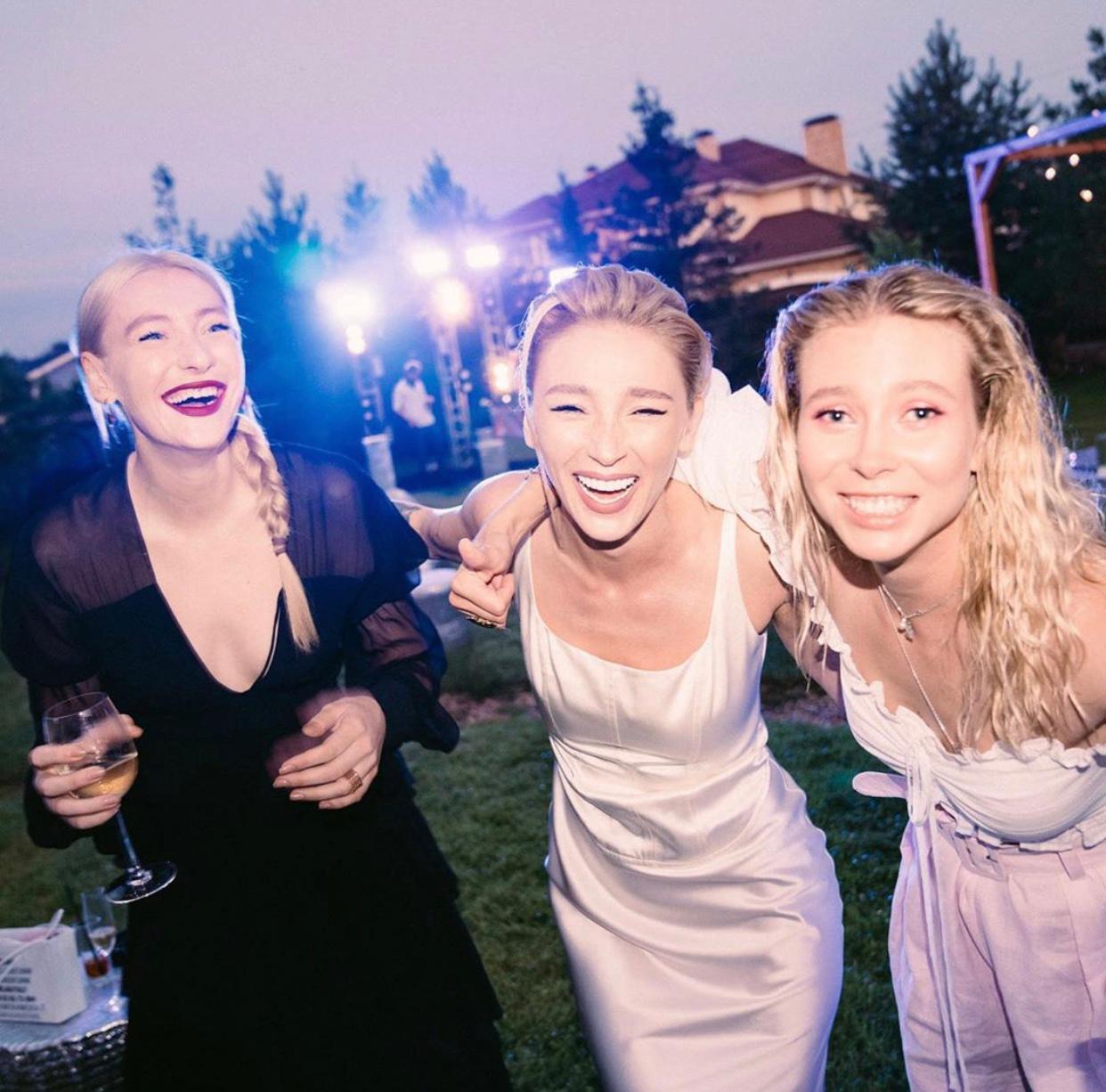 Мария Миногарова, Настя Ивлеева и Юлия Коваль (Фото: _agentgirl_)
