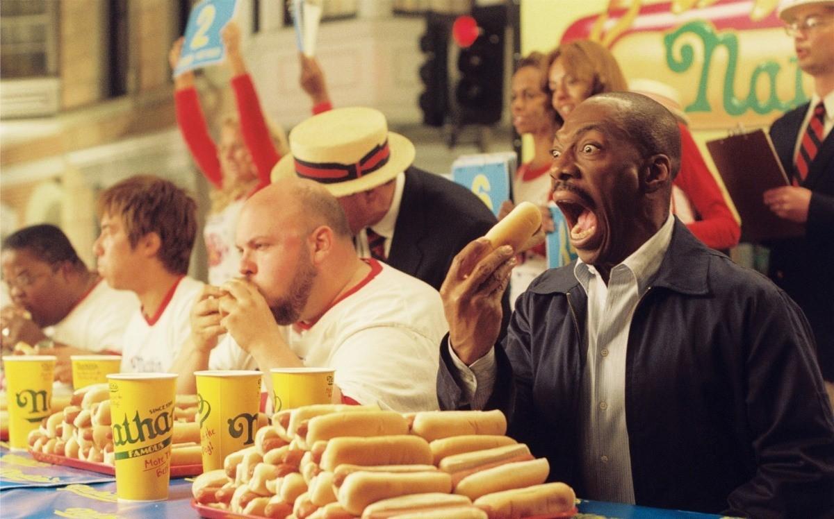 Цифра дня: сколько хот-догов может съесть человек за 10 минут