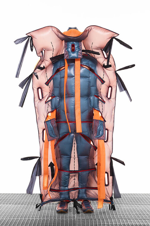 Треш дня: Moncler представил очень странные пуховики, напоминающие тараканов