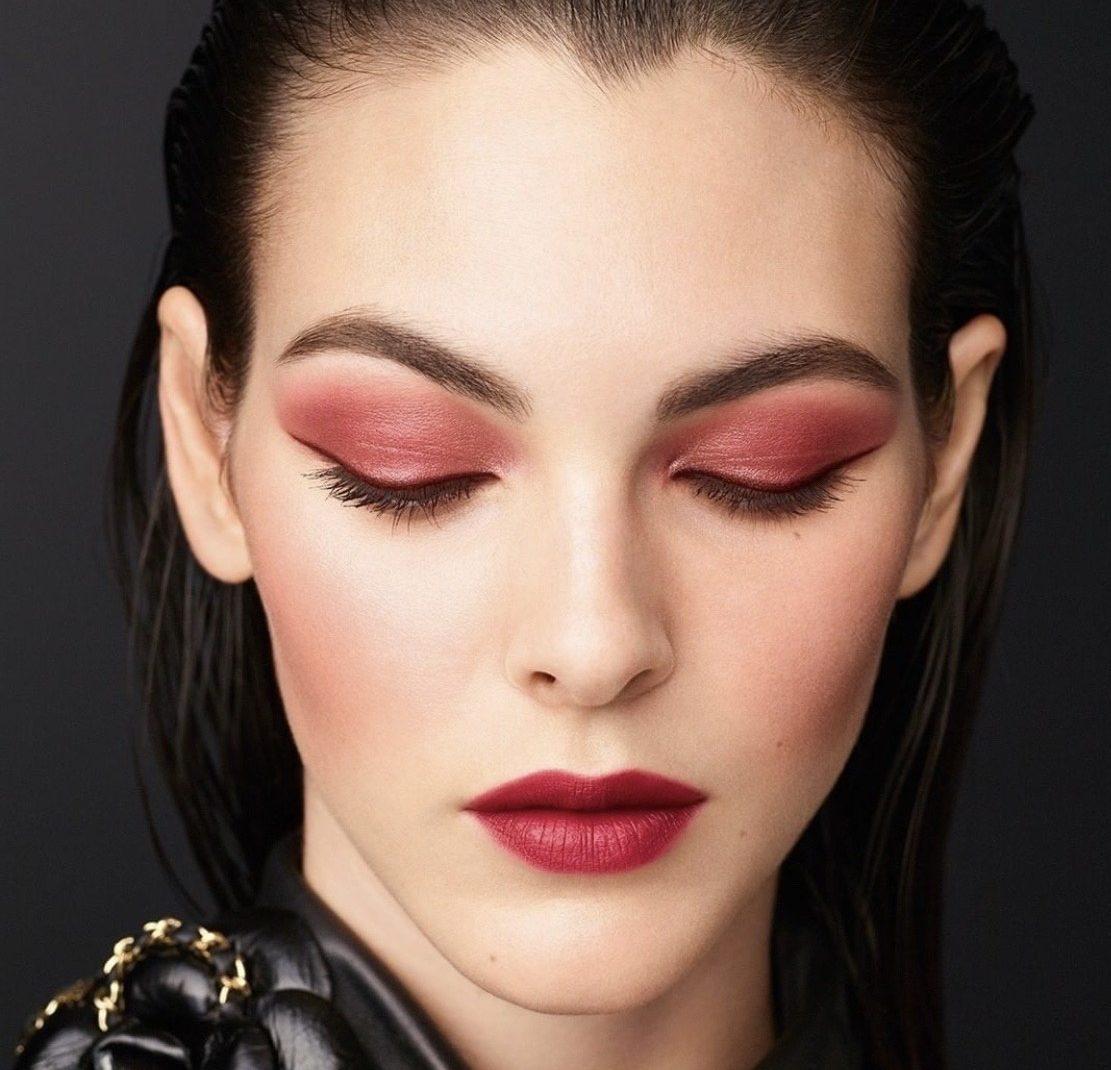 Новый розовый: Chanel представили осенне-зимнюю линейку декоративной косметики