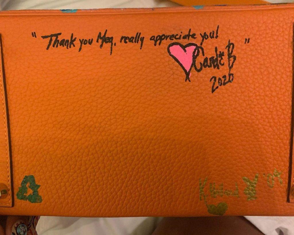 Цена успеха: Карди Би подарила Megan Thee Stallion сумку Birkin за трек и клип
