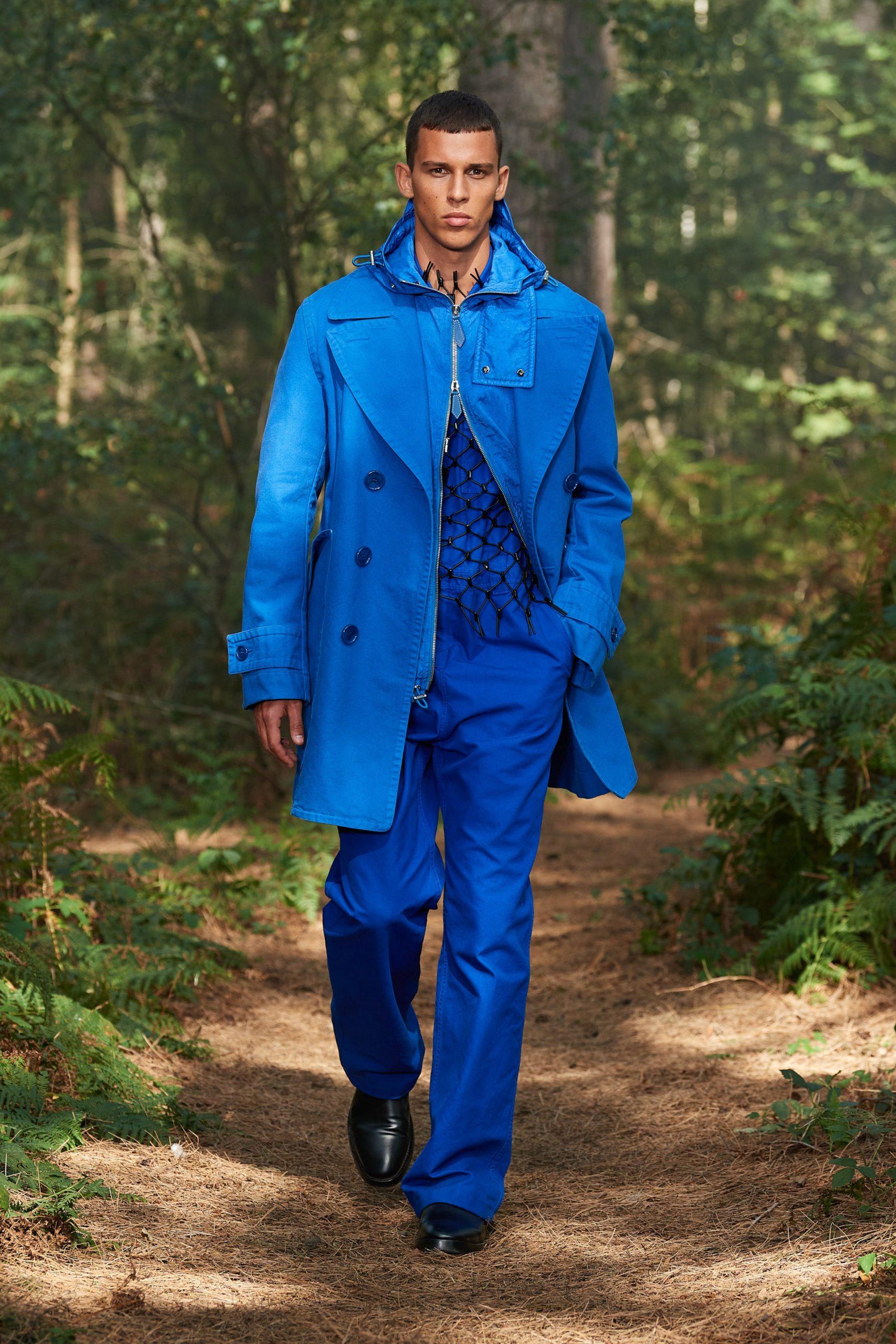 Очень высокие сапоги и тренчи из денима и кожи в коллекции Burberry SS21
