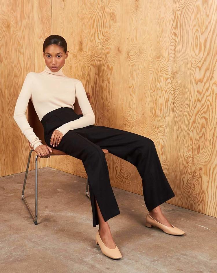 Тренд сезона: рассказываем, где купить брюки с разрезами