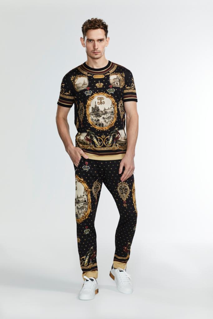 Dolce&Gabbana выпустили мужскую коллекцию для России: пиджаки и джинсовые куртки для бойфренда