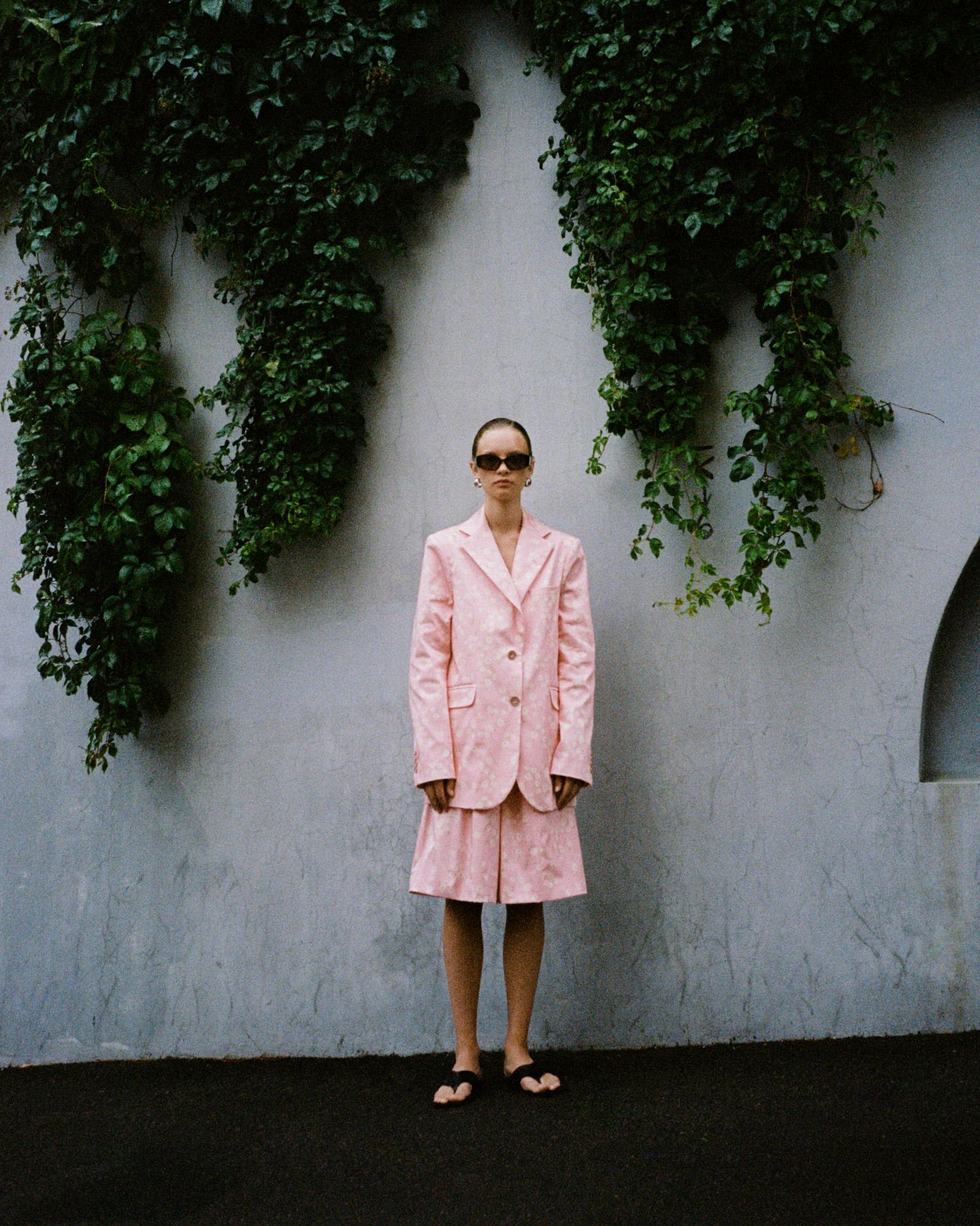 Любимый бренд Джиджи Хадид: новая коллекция Lesyanebo с розовым костюмом, который так и просится в гардероб