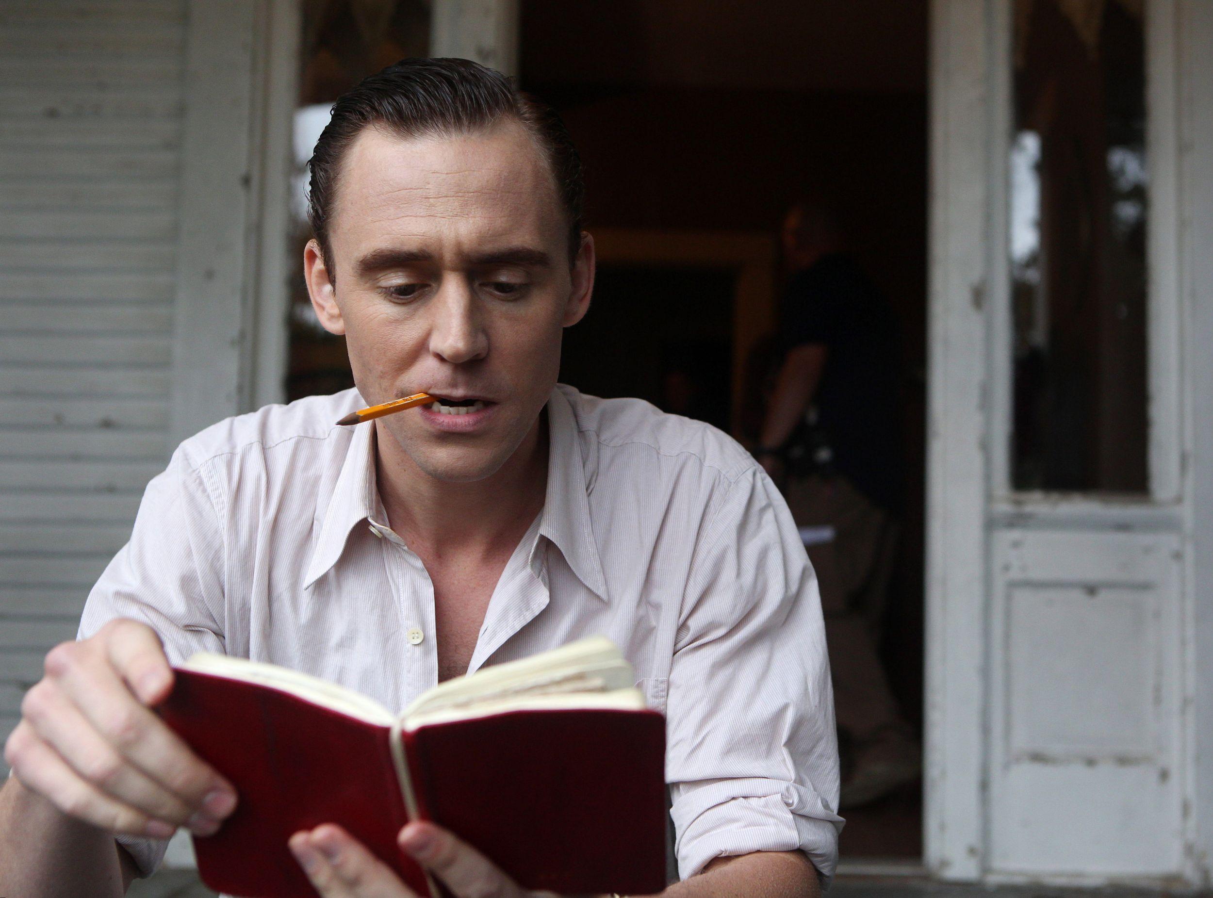 Как поет Билан, «вечерняя грусть в окно постучит ко мне»: 5 книг, которые помогут меньше депрессировать
