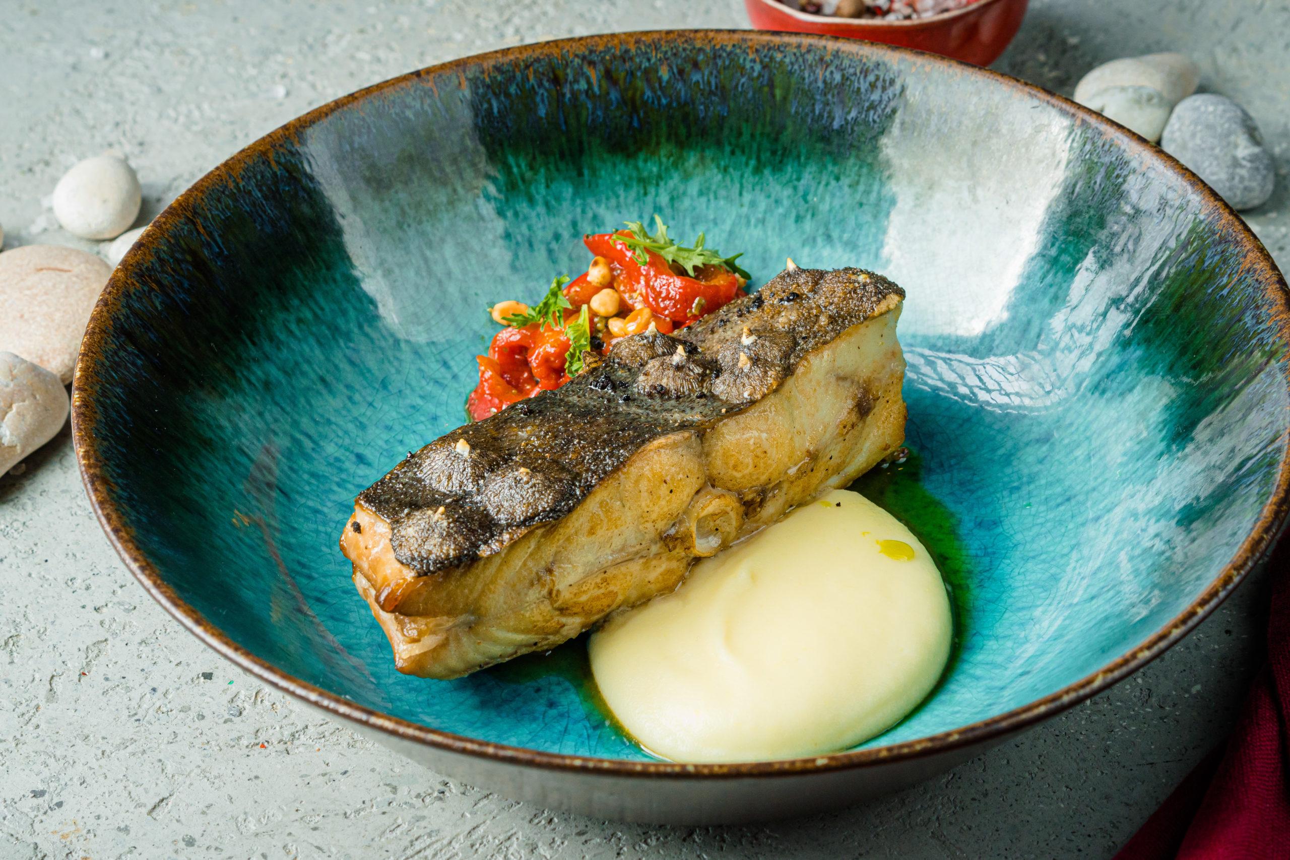 Гретель_Стейк из лосося с тартаром из брокколи и перца