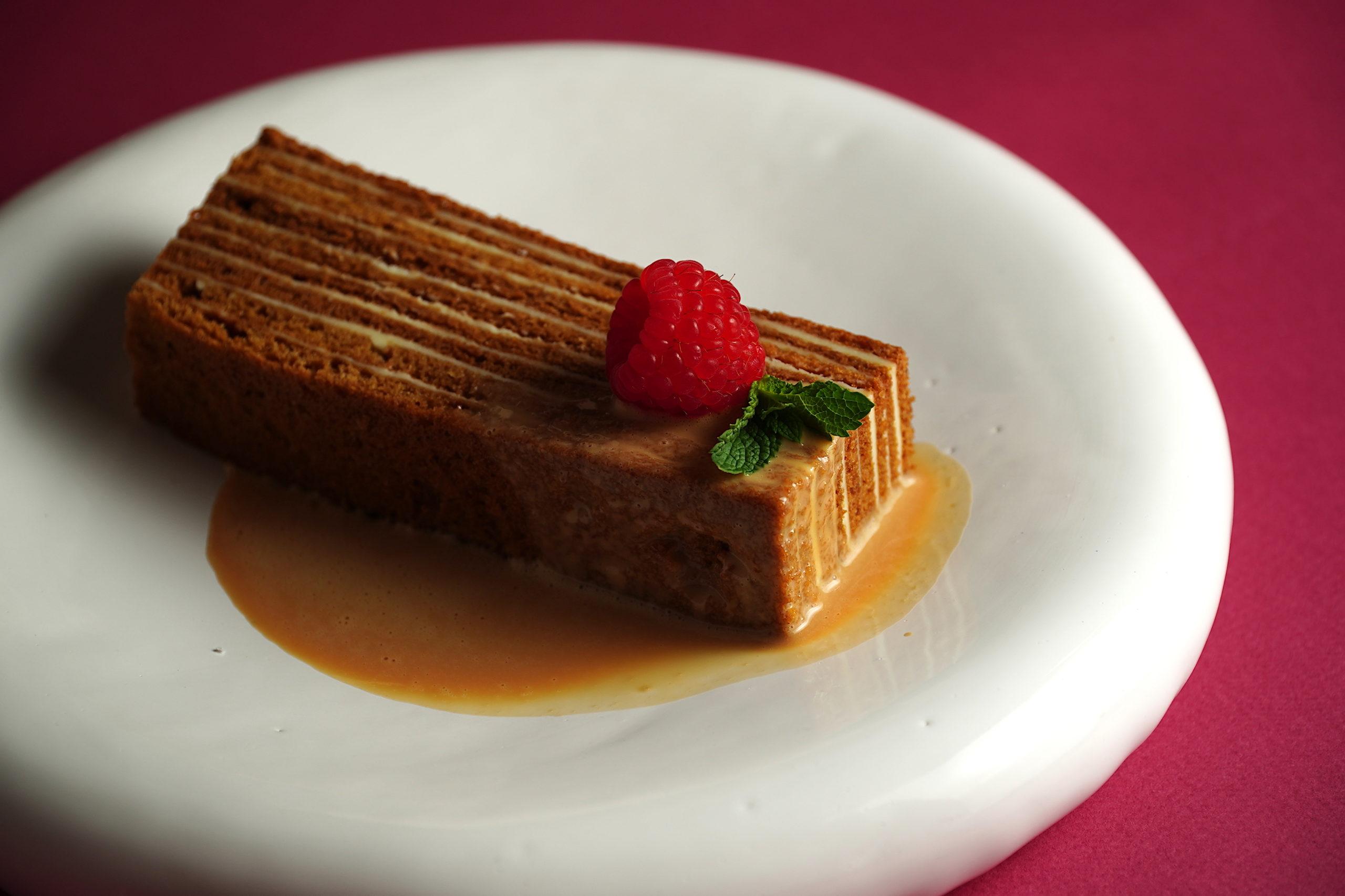 Нео-бистро Hands: медовик и черничный торт для тех, кто на диете