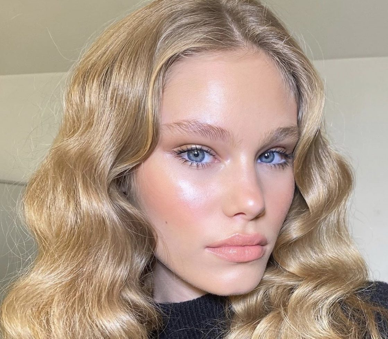 Новый тренд в макияже: сияющая кожа, как после йоги