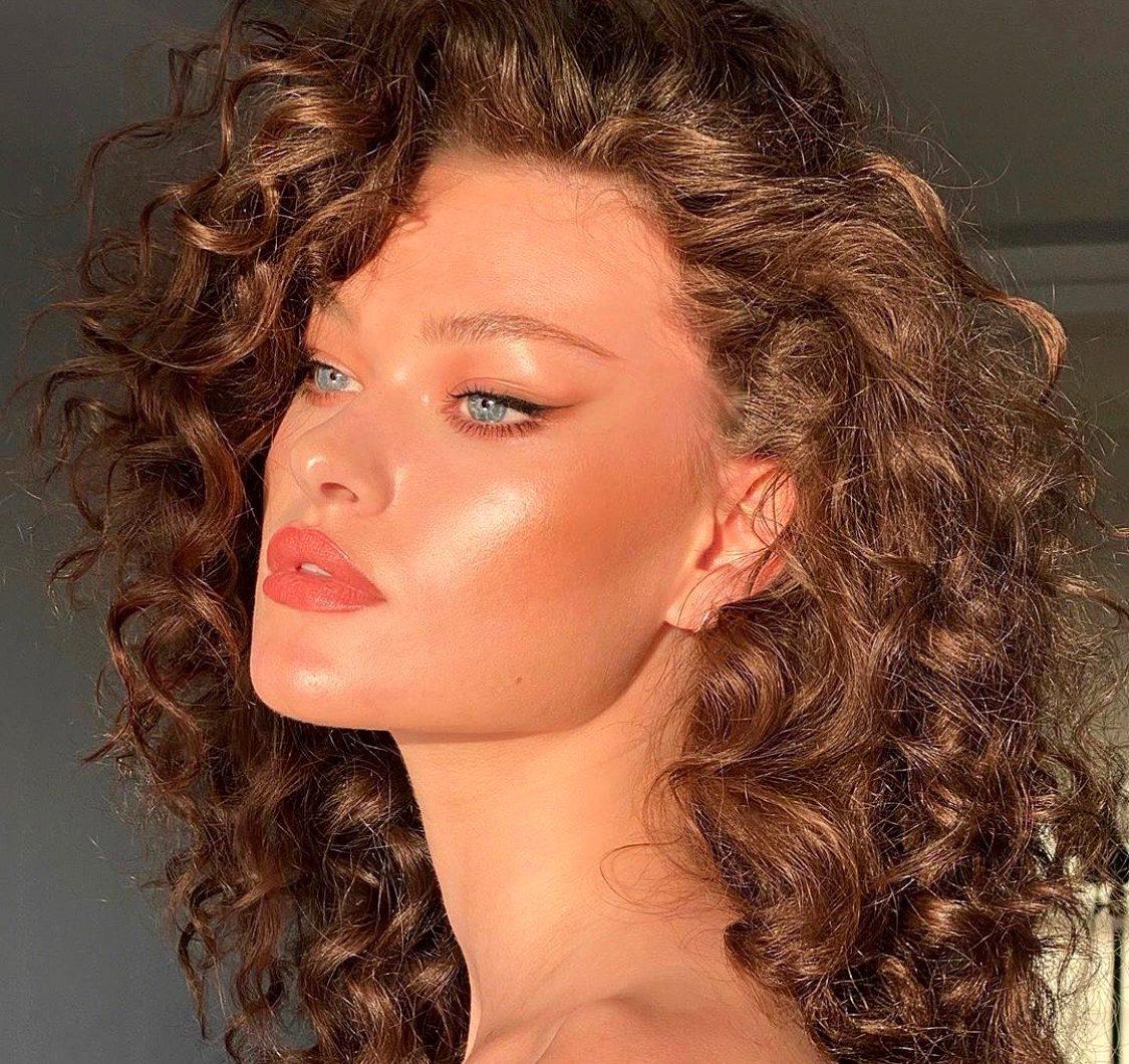 Упругие завитки и волны: топ средств для кудрявых волос