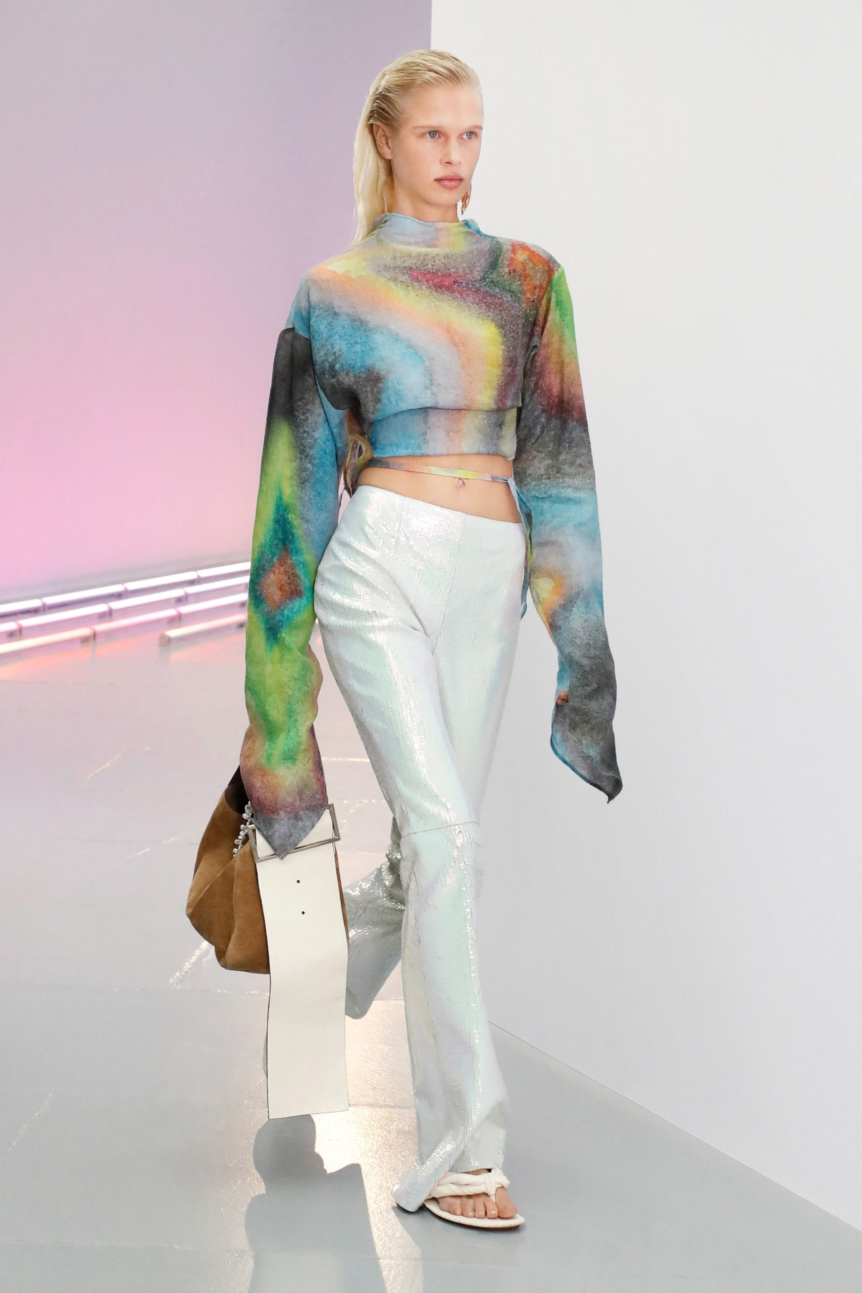 Прозрачные брюки и платье из сетки на показе Acne Studios