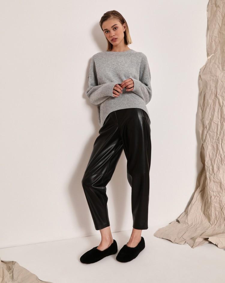 В стиле Ким Кардашьян: где купить кожаные брюки на осень
