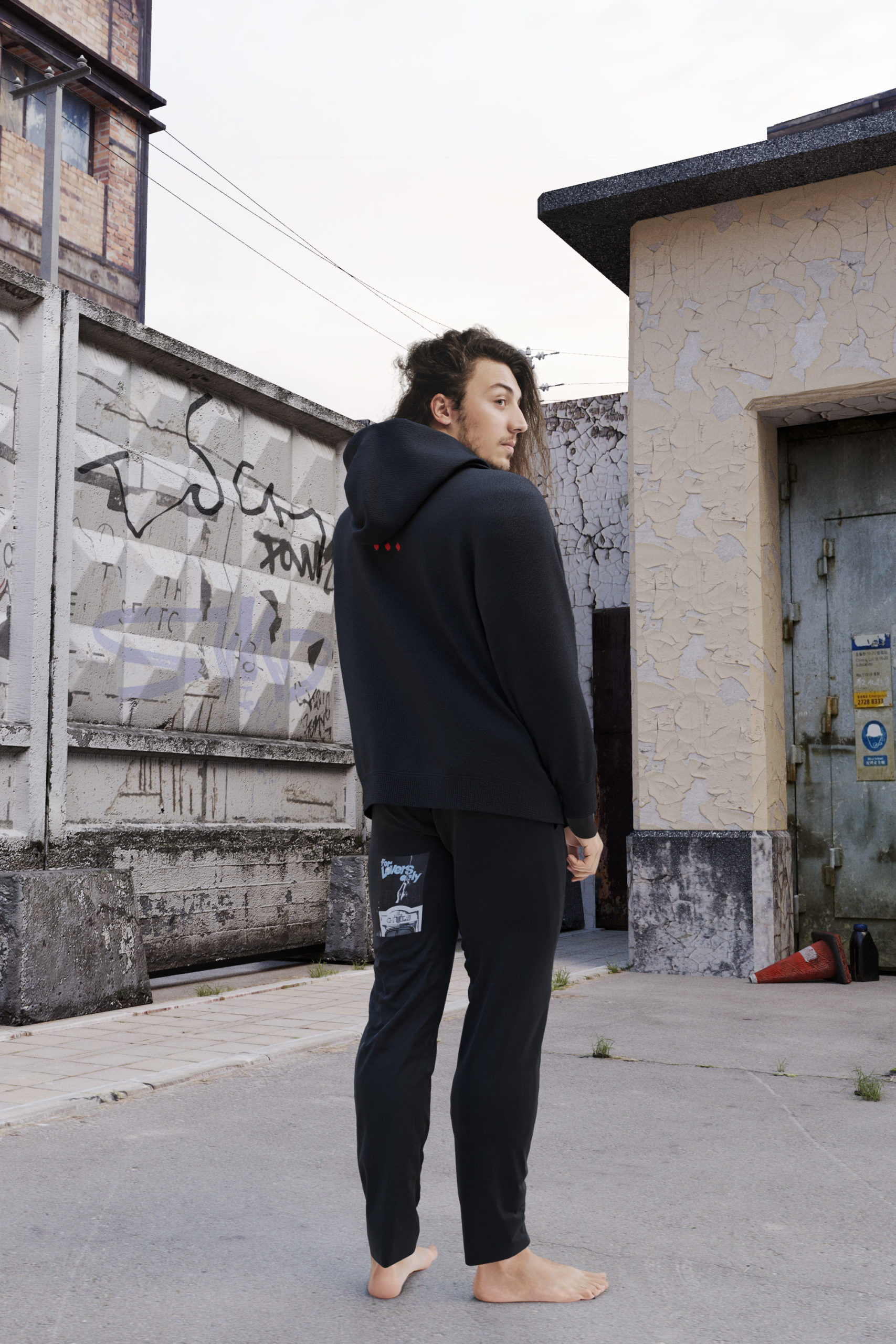Чёрная худи и оверсайз футболка, которые не захочется снимать: TSCH представил новую коллекцию одежды