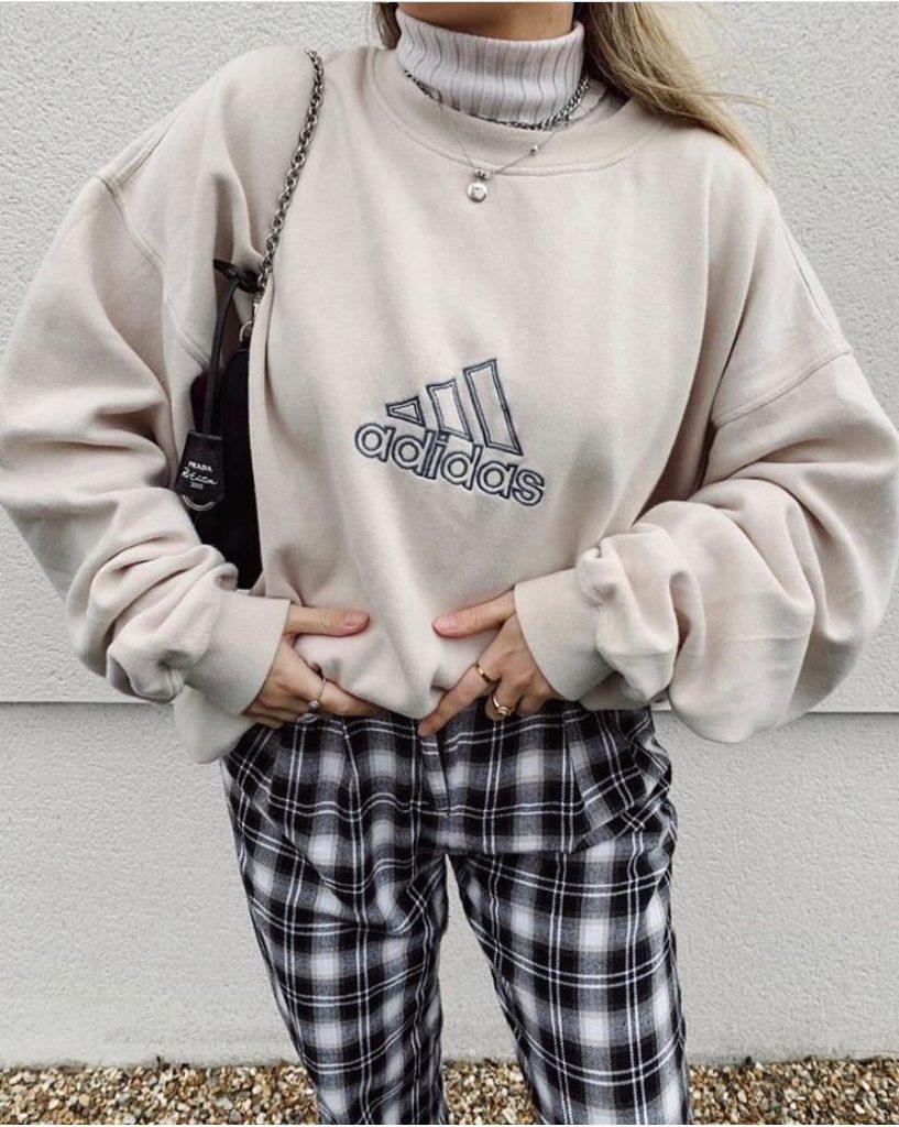 Бомберы и пиджаки: какие вещи покупать в винтажных магазинах