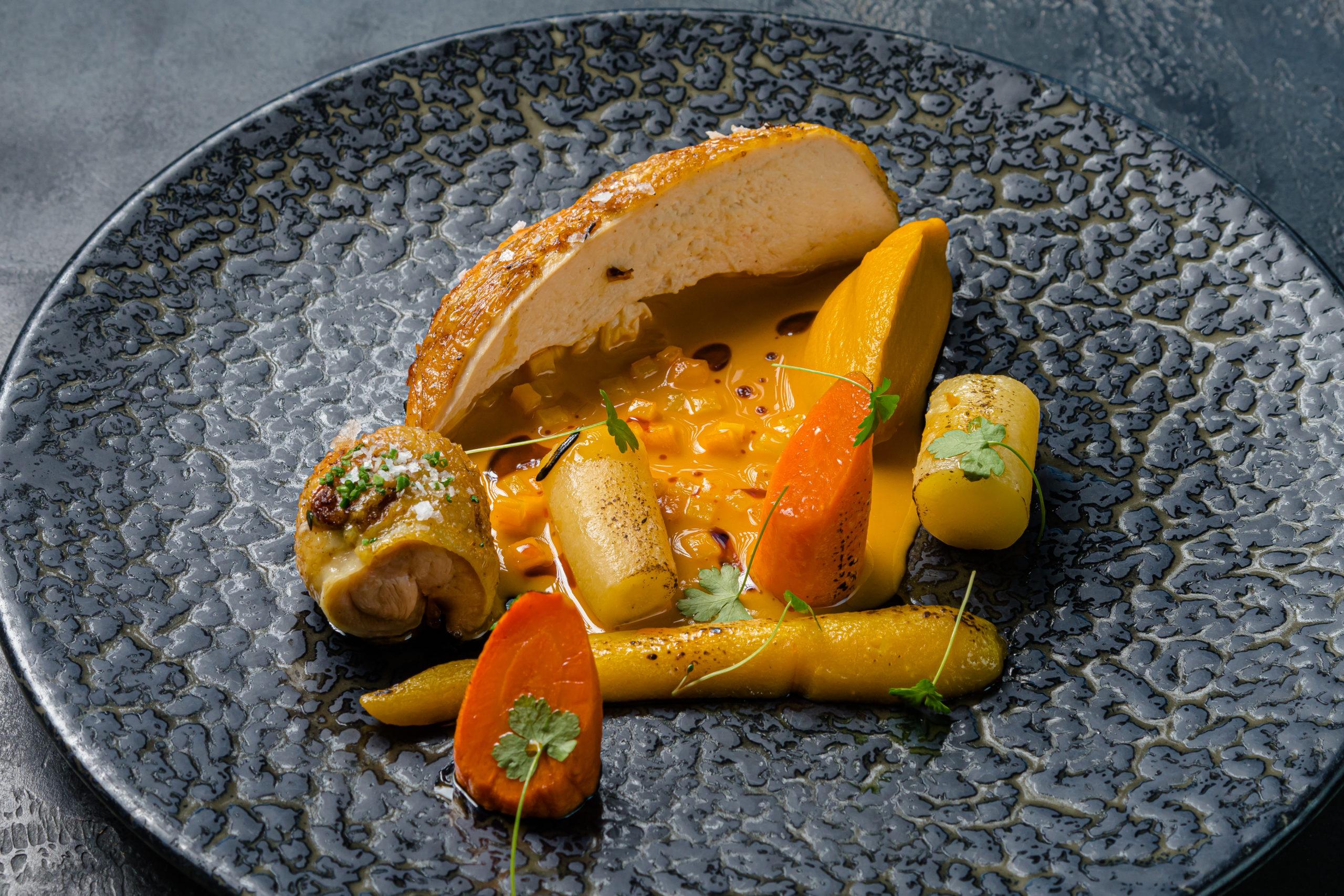 Деревенская курица, печеная морковь с карри и цитрусами
