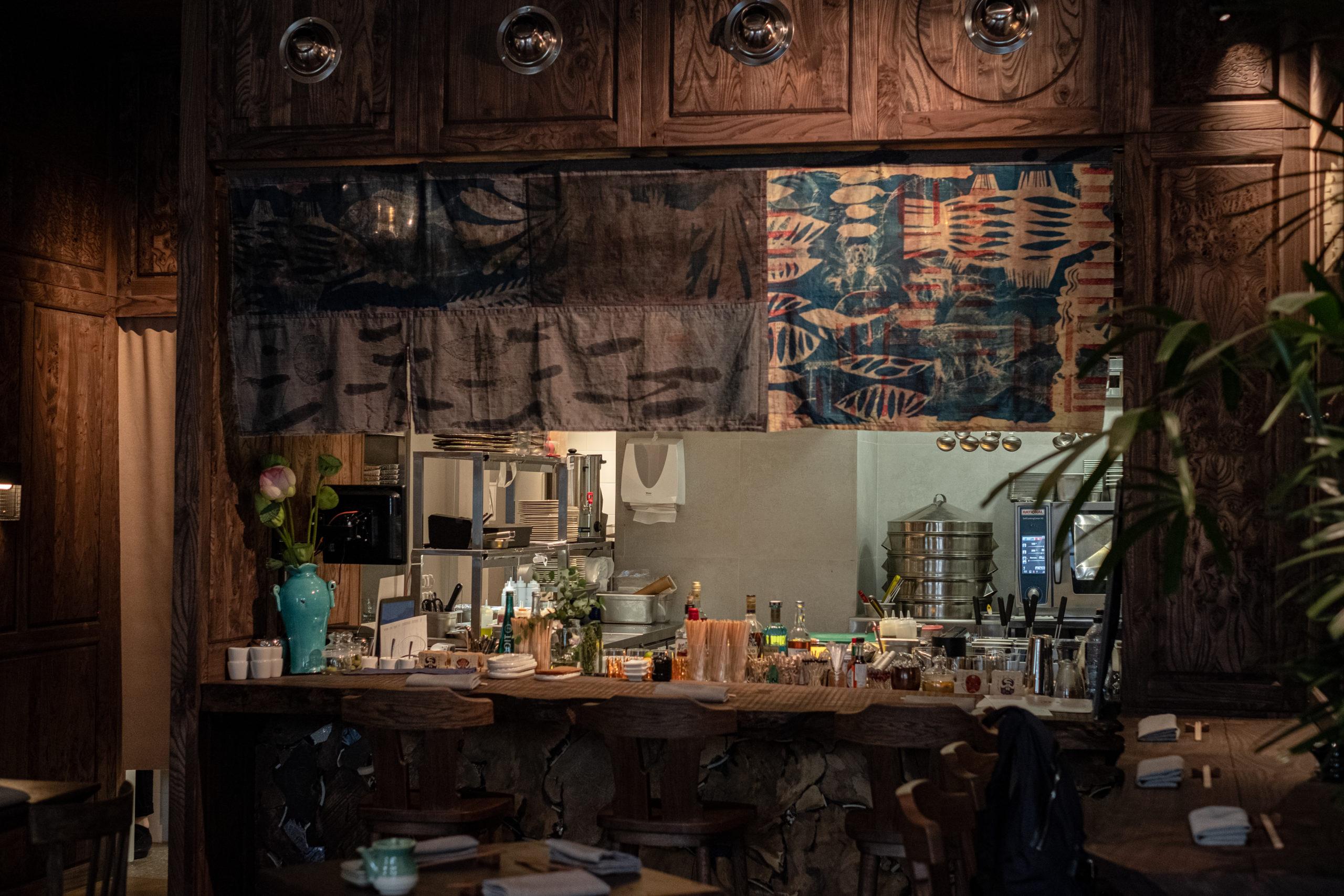 Интерьер ресторана Lotus Room
