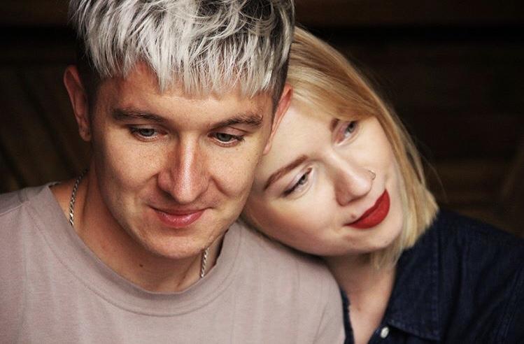 Странная она, но я тоже с приколом: Денис и Елена Кукояка о романтике, воспитании дочери и смешных видео в Instagram