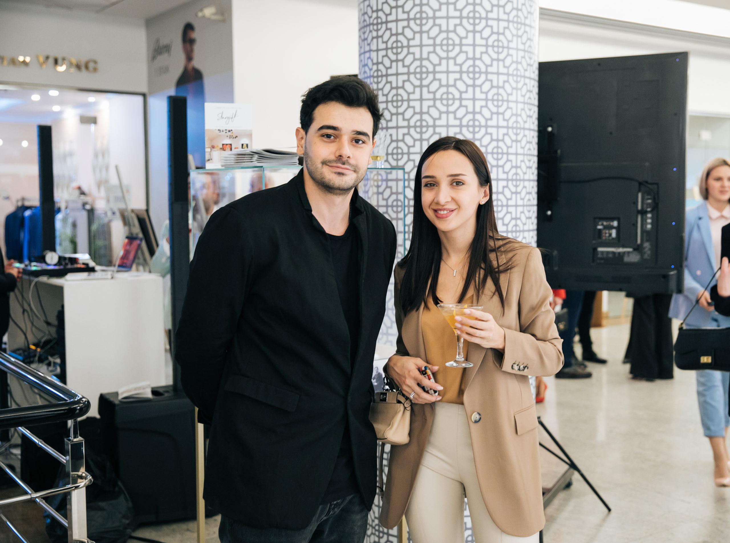 Микаэл Арамян и другие на открытии галереи-бутика Stargift, где можно увидеть палочку Гарри Поттера