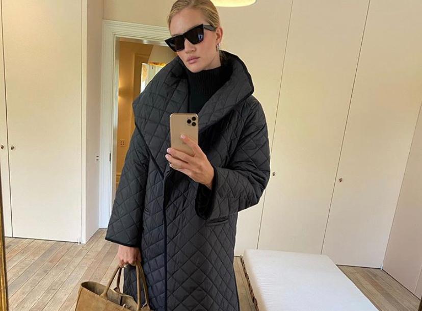 В стиле Роузи Хантингтон-Уайтли: где купить стеганое пальто
