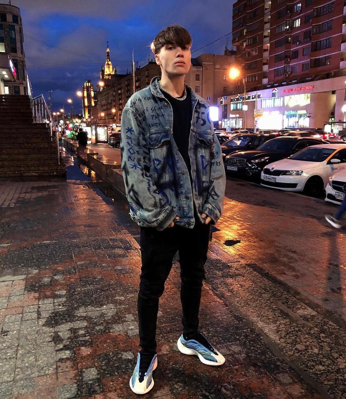 Сын Яны Рудковской Коля Батурин: джинсовая куртка Balceniaga, от 160 000 руб. (Фото: @n_baturin)