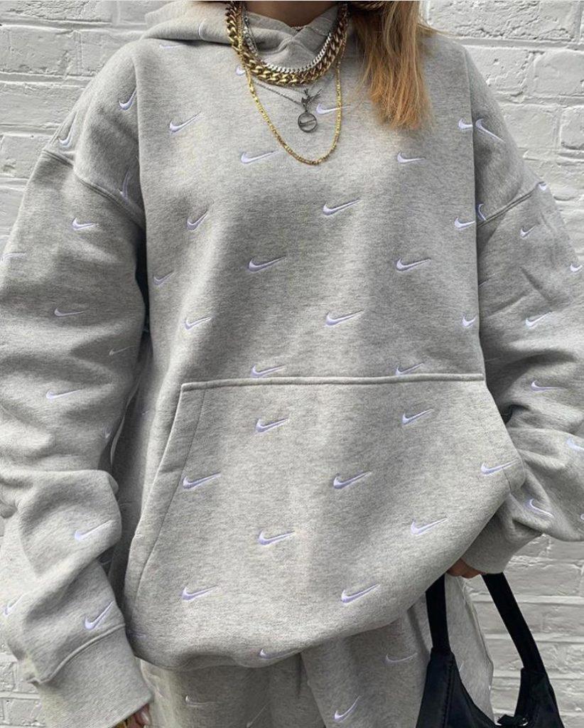 Как носить украшения в холода, чтобы их было видно