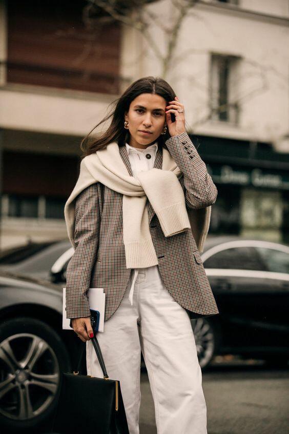 Утепляемся стильно: как необычно носить свитер в этом сезоне