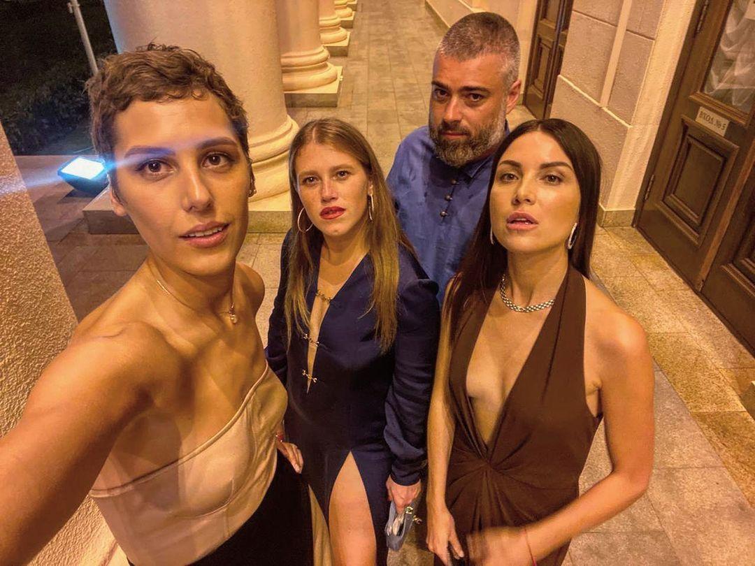 Эдуард Оганесян и звезды сериала «Чики» (Фото: @bubunya)