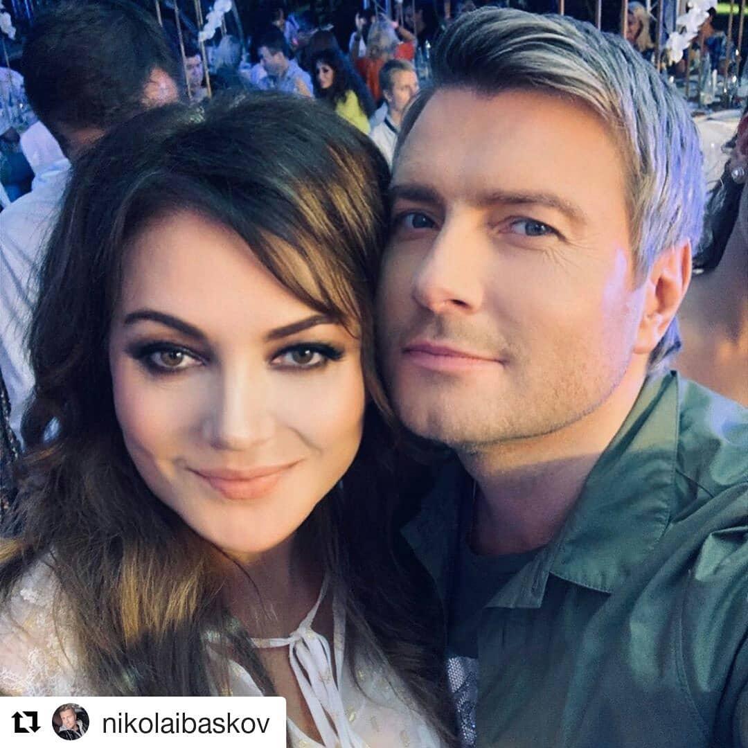 Николай Басков: «Дорогая Оля! Ты – настоящий гуру косметологии, и огромное количество моих коллег, как и я сам, благодарим тебя за возможность оставаться молодыми и красивыми! Желаю тебе новых уникальных исследований в твоей профессиональной области!»