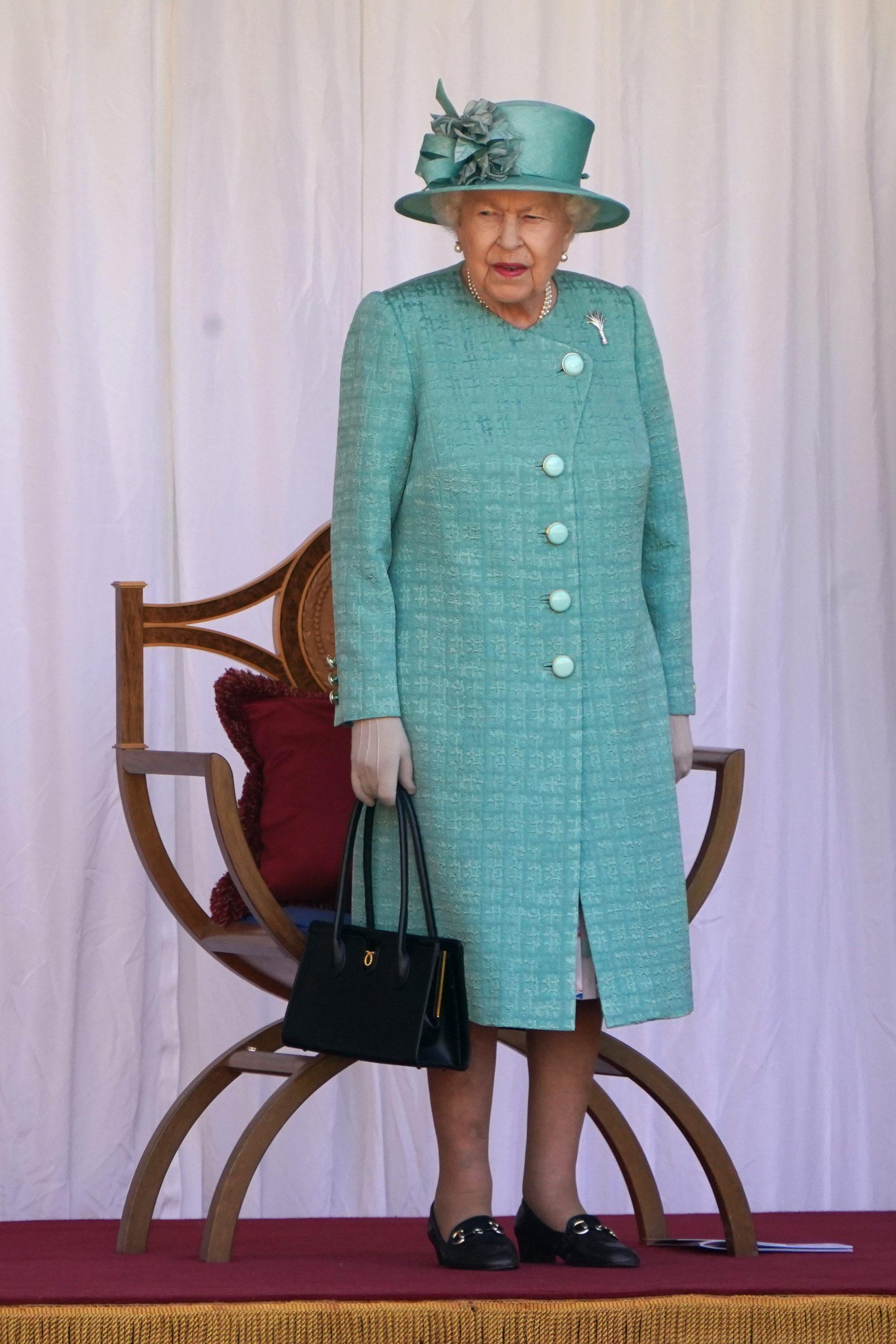 Елизавета Вторая с сумкой Launer